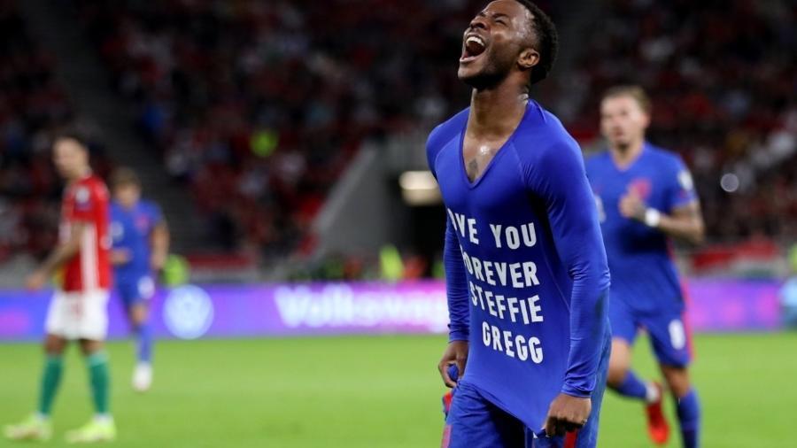 Sterling comemora o primeiro gol da Inglaterra contra a Hungria - REUTERS
