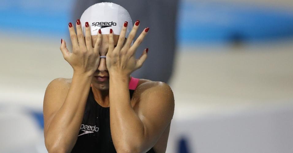 Com unhas pintadas, Larissa Martins se prepara para a prova dos 200m livres da natação