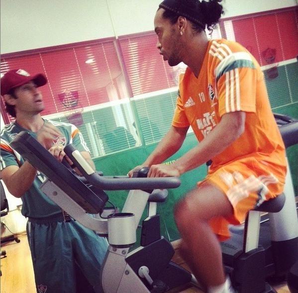 Ronaldinho Gaúcho realiza exercícios físicos na academia do Fluminense nas Laranjeiras