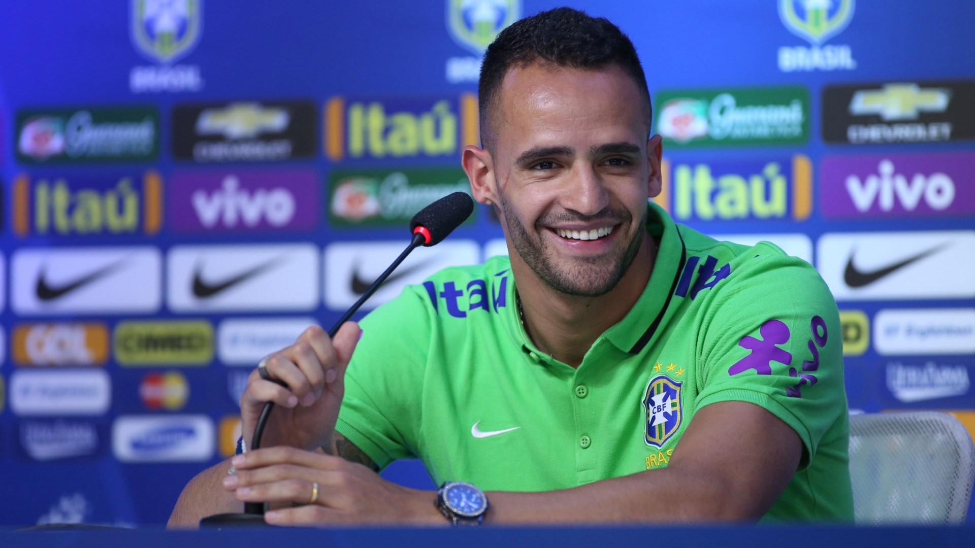 Renato Augusto abre as entrevistas na semana de preparação da seleção