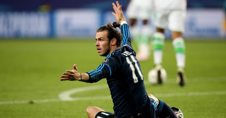 Gareth Bale fica reclamando de falta na partida entre Real Madrid e Wolfsburg pela Liga dos Campeões