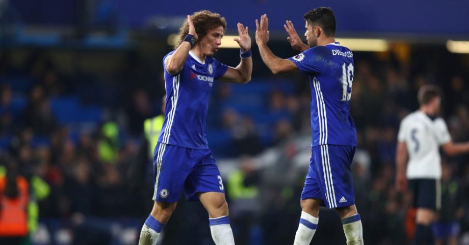David Luiz e Diego Costa comemoram vitória do Chelsea sobre o Tottenham