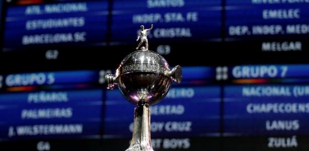 A taça da Libertadores com os grupos de 2017