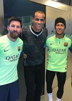 Rivaldo ao lado de Messi e Neymar, ainda quando o brasileiro era do Barcelona - Reprodução/Instagram