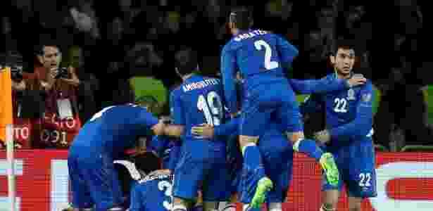 Azerbaijão comemora gol sobre a Alemanha - DAVID MDZINARISHVILI/REUTERS - DAVID MDZINARISHVILI/REUTERS