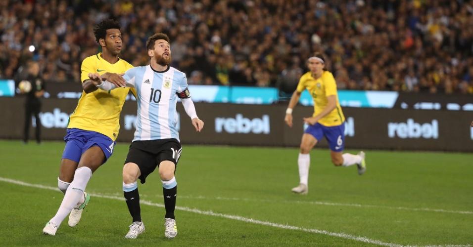 Gil marca Lionel Messi em amistoso Brasil x Argentina