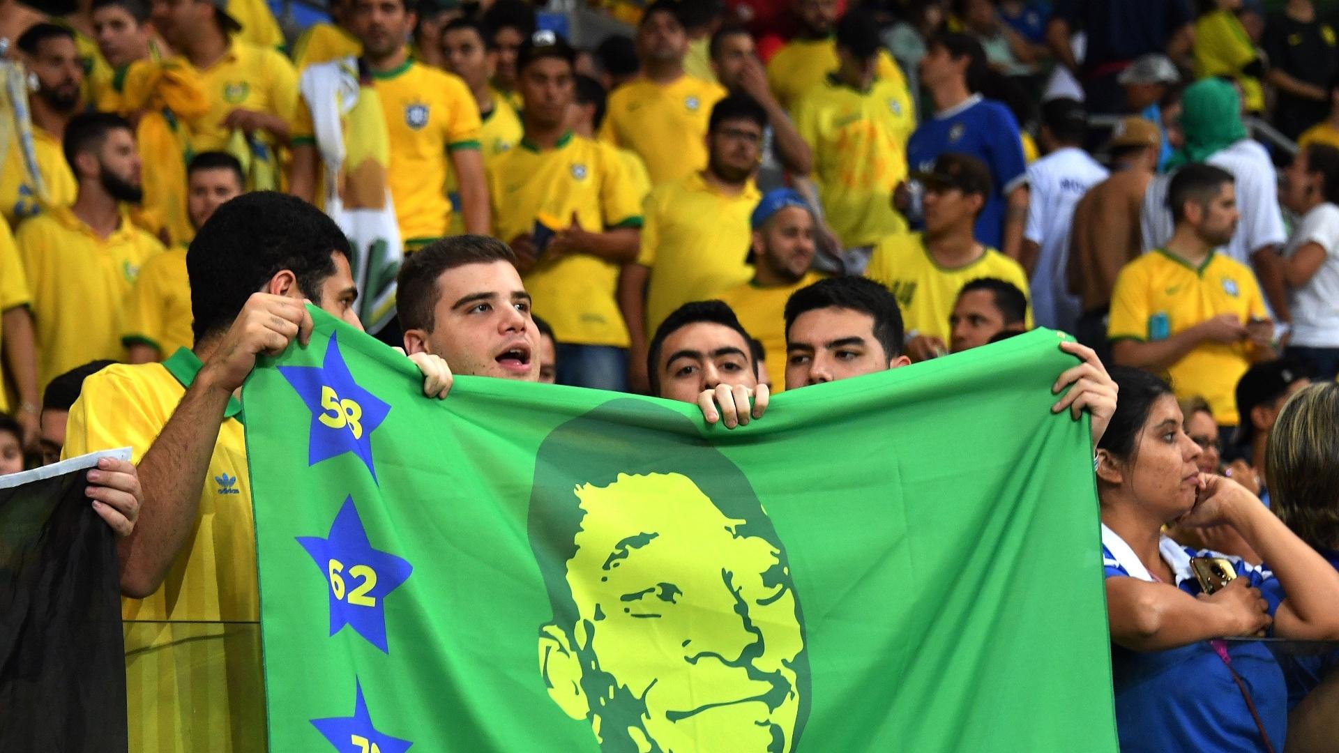 Torcedores do Brasil apoiam a seleção no Allianz Parque contra o Chile
