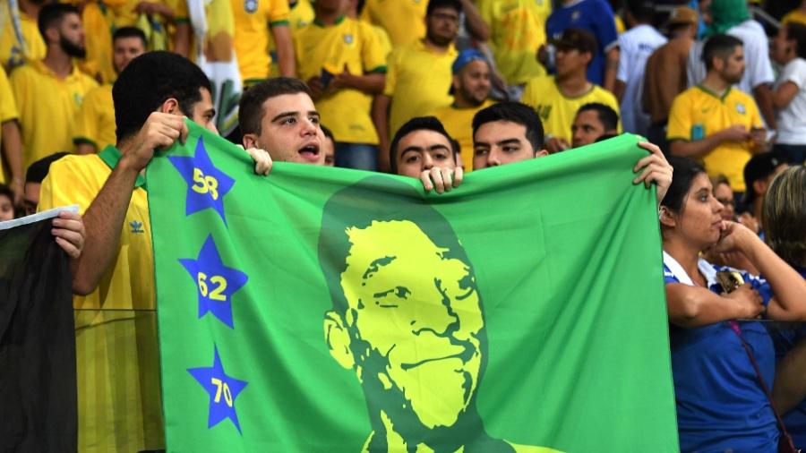 Torcedores do Brasil apoiam a seleção no Allianz Parque contra o Chile - AFP PHOTO / Nelson ALMEIDA