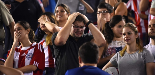 Torcida paraguaia lamenta derrota para a Venezuela