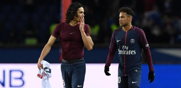 Cavani e Neymar conversam após PSG vencer o Strasbourg