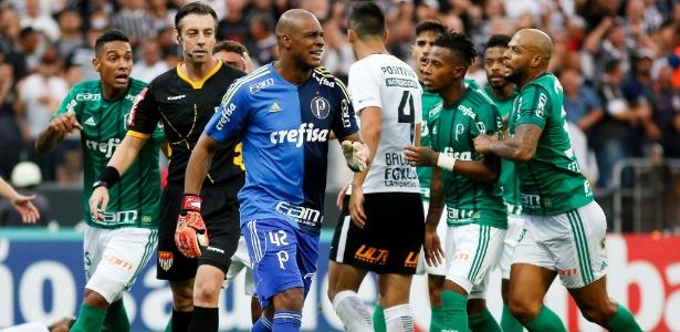 Jailson pegou três jogos de suspensão por incidentes no jogo com o Corinthians