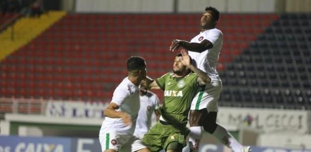 Bruno Moraes fez o gol do Coxa diante do Boa: atuação ruim, ponto conquistado
