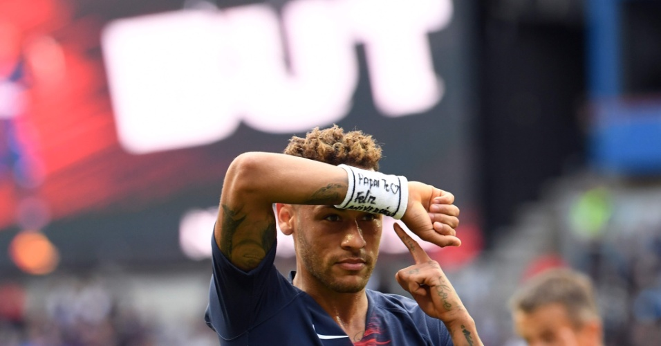 Neymar homenageia filho após gol