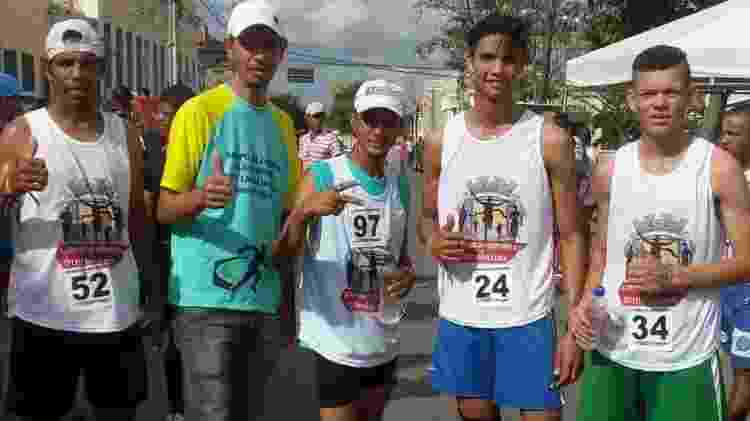 Magrão (camisa de verde-amarela) criou um grupo de corrida na região - Arquivo Pessoal - Arquivo Pessoal