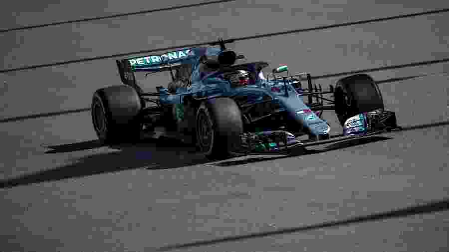 Lewis Hamilton durante treceiro treino livre em Sochi - Andrej Isakovic/AFP