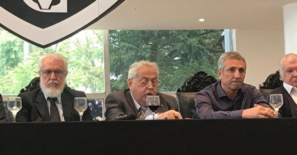 Eurico Miranda (e) apresentou balanço paralelo ao feito por Campello (d)