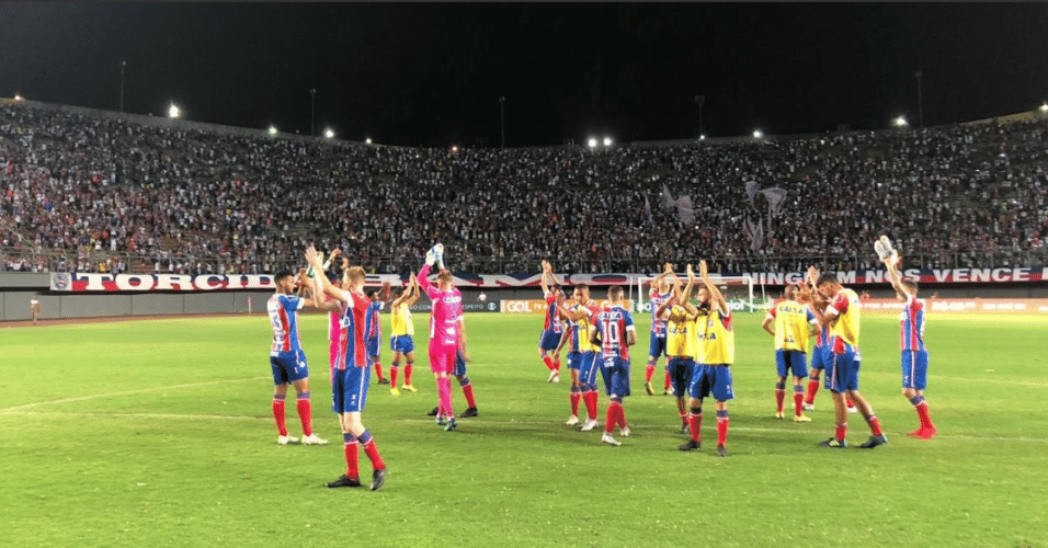 3ae8d46b3c Jogadores do Bahia comemoram vitória sobre o Paraná no Pituaçu