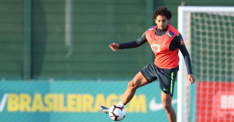 O zagueiro Marquinhos em treino da seleção brasileira no CT do Arsenal