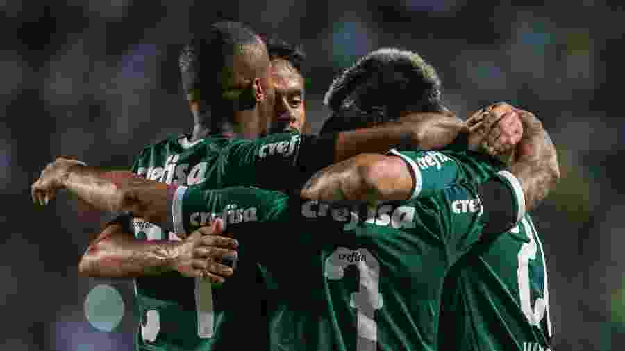 Jogadores do Palmeiras comemoram gol do time sobre o Bragantino - Ale Cabral/AGIF