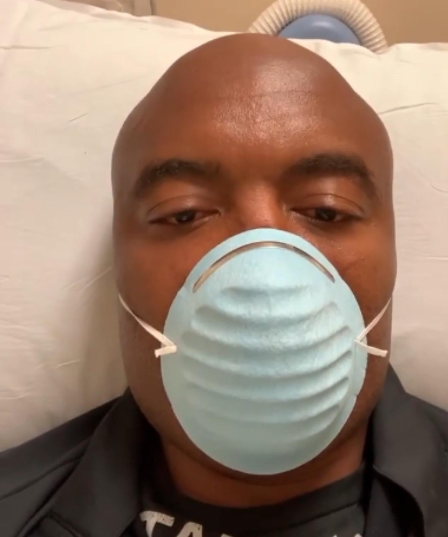 Anderson Silva, após se submeter a cirurgia no joelho, nos EUA