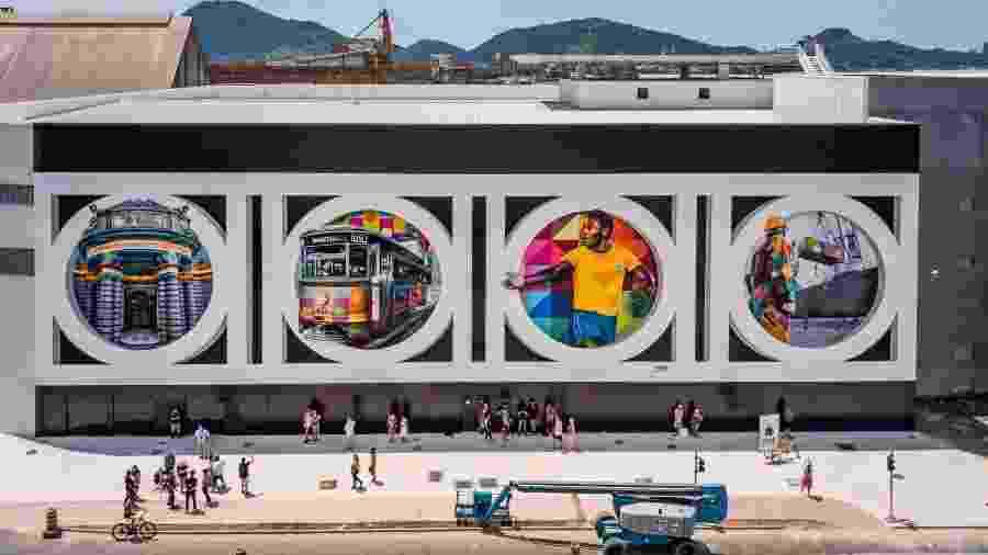 Mural de Eduardo Kobra, em Santos, retrata Pelé e locais famosos da cidade - Martin Lima Fine Images