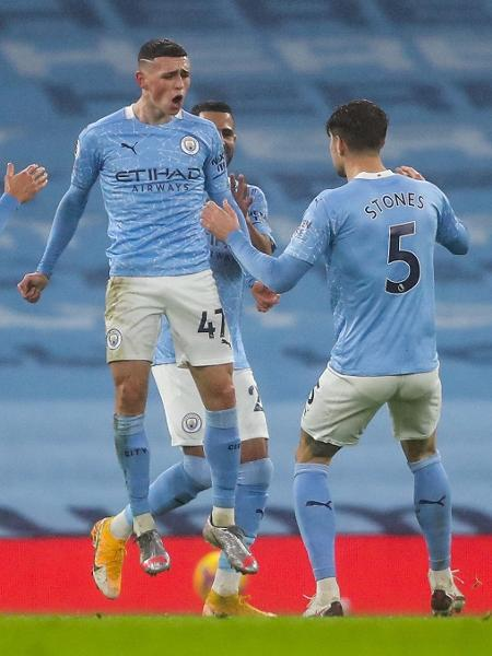 Phil Foden comemora gol do Manchester City contra o Brighton - Getty Images
