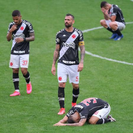 Jogadores do Vasco desabam após empate com Corinthians; apenas milagre salva de queda para Série B - Marcello Zambrana/AGIF