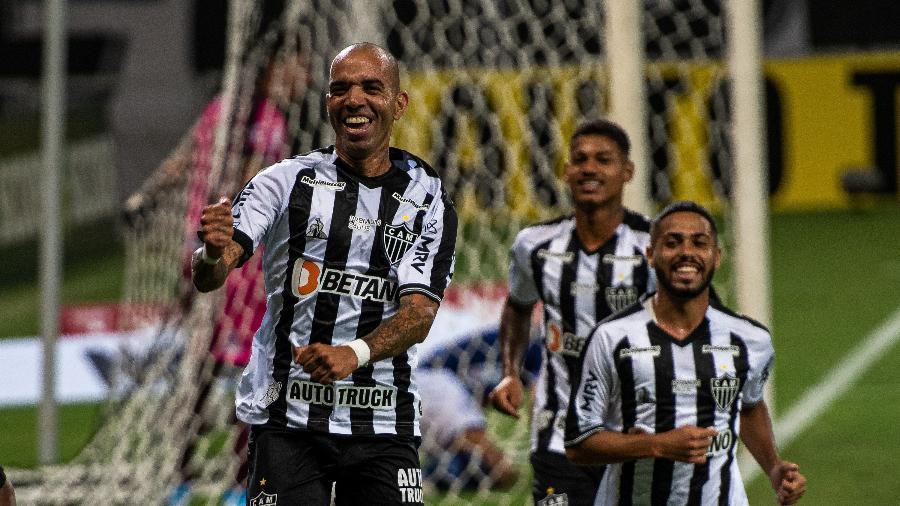 Diego Tardelli jogou pouco mais de um tempo e abriu o placar para o Galo no Mineirão - Alessandra Torres/AGIF
