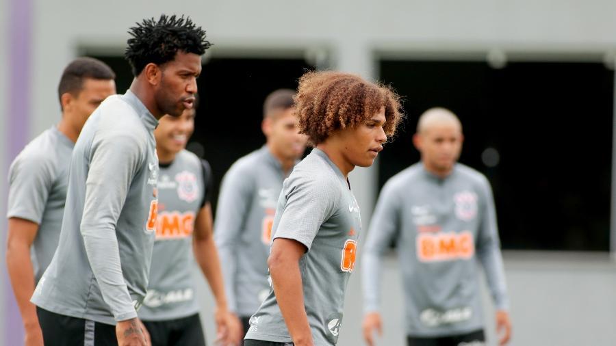 Zagueiro Gil e o lateral Guilherme Biro reúnem experiência e juventude no atual Corinthians  - Rodrigo Coca/ Ag. Corinthians