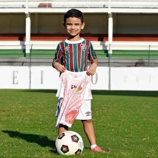 Raphael Magalhães, de apenas seis anos, ganhou camisa do Fluminense após viralizar na web