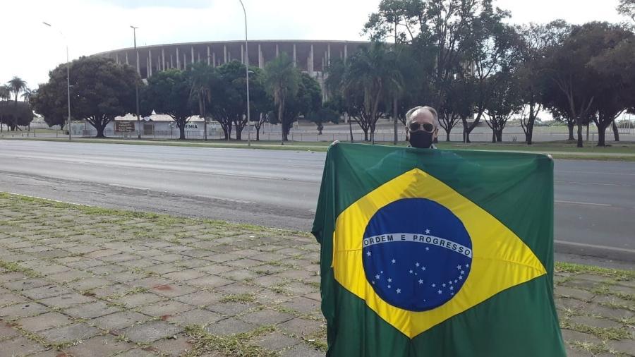 Djalma de Lara, comerciante de produtos de futebol no entorno do Mané Garrincha - Marinho Saldanha/UOL