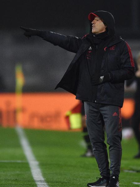 Renato Gaúcho orienta time em sua estreia pelo Flamengo contra o Defensa y Justucia, na Libertadores - Florencio Varela/Getty Images