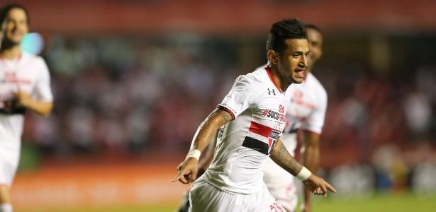 Atacante Rogério espera conquistar confiança do Bauza e retomar titularidade