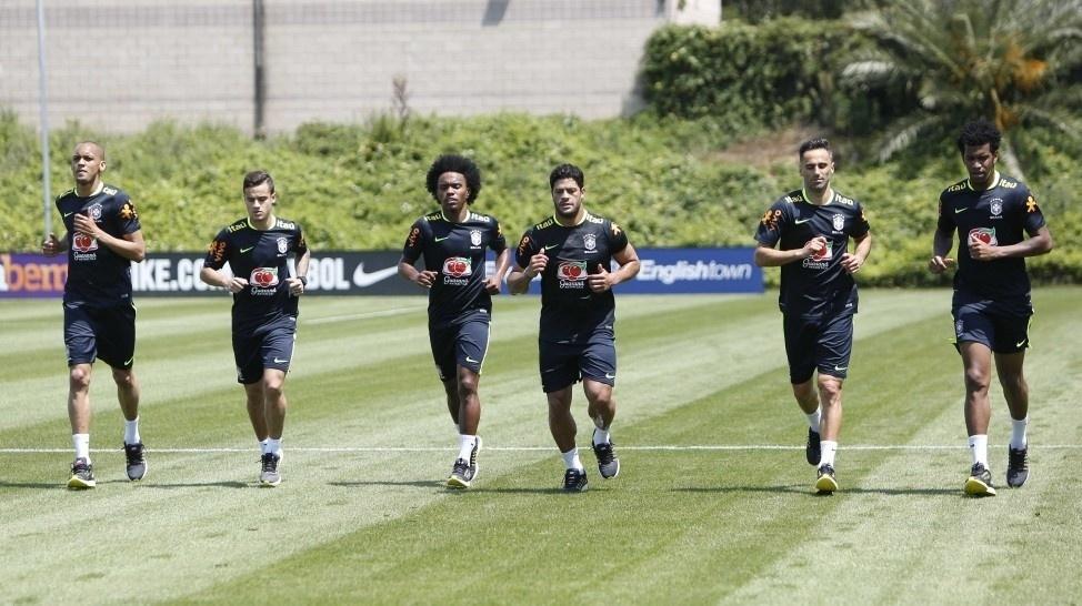 Pela manhã, jogadores fizeram musculação e correram em volta do gramado