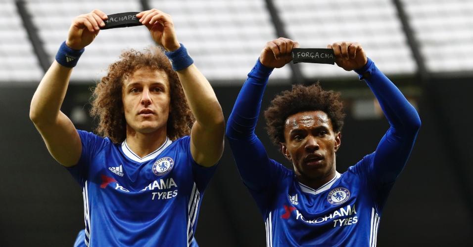 David Luiz e Willilan prestam homenagem durante comemoração de gol do Chelsea