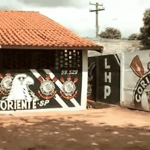 A cidade de Oriente-SP é a terra natal do goleiro Marcos, ídolo do Palmeiras. E também de Biano da Fiel, o dono desta casa totalmente corintiana - Reprodução/Youtube