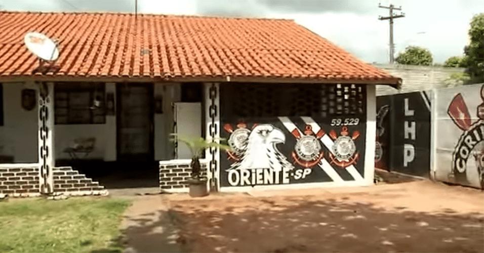 A cidade de Oriente-SP é a terra natal do goleiro Marcos, ídolo do Palmeiras. E também de Biano da Fiel, o dono desta casa totalmente corintiana