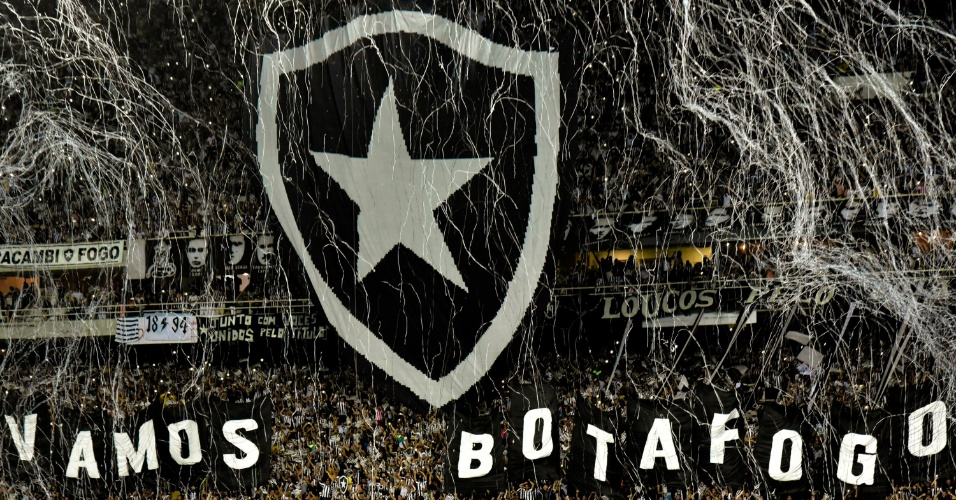 Torcida do Botafogo no estadio Nilton Santos pela Copa Libertadores