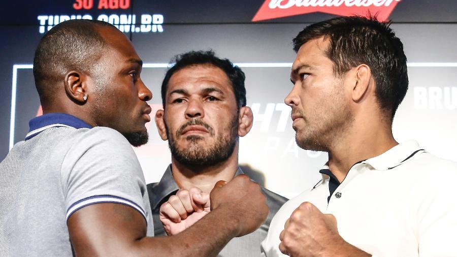 Derek Brunson encara Lyoto Machida sob olhar de Rodrigo Minotauro antes do UFC São Paulo - Wander Roberto/Divulgação UFC