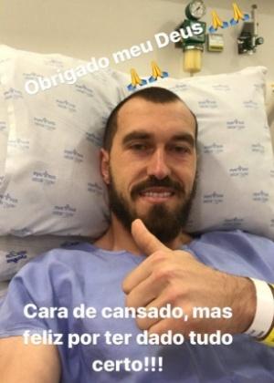 O goleiro Walter, do Corinthians, publica foto após cirurgia