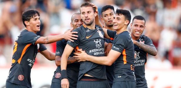 Henrique marcou o primeiro gol com a camisa do Corinthians no último domingo