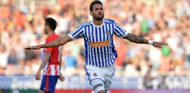 Willian José, observado por Sylvinho, chegou aos 14 gols no Campeonato Espanhol - Vicent West/Reuters