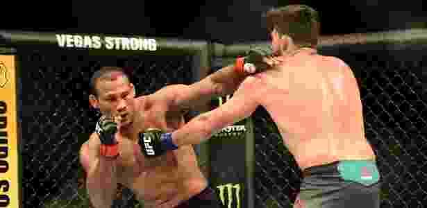 Ronaldo Jacaré fez a luta mais equilibrada da noite com Gastelum, mas perdeu - Leandro Bernardes/Ag. Fight