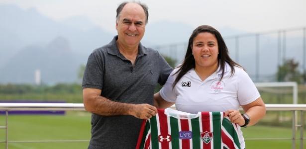 Marcelo Oliveira recebe a técnica Thaissan Passos, do time feminino do Flu - Lucas Merçon/Fluminense