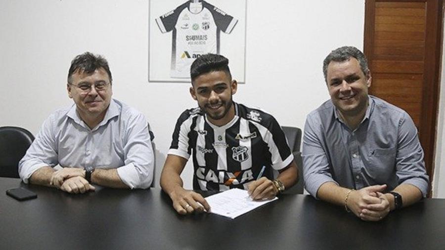 Felipe Jonatan (ao centro) tem contrato com o Ceará até dezembro de 2022 - Lucas Moraes/CearaSC.com