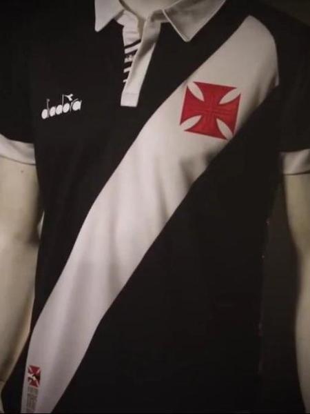 bb23a27c3ff76 Nova camisa preta do Vasco contém detalhe da gola com o estilo