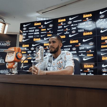 Everaldo, novo reforço do Corinthians, foi apresentado nesta tarde no CT Joaquim Grava - Reprodução/Twitter Corinthians