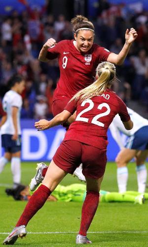 Inglesas comemorando gol contra Argentina