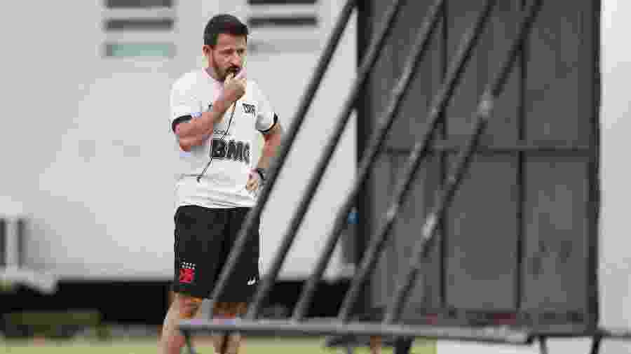 Ex-meia do Vasco, Ramon Menezes, de 47 anos, é auxiliar-técnico de Vanderlei Luxemburgo no clube - Rafael Ribeiro / Vasco