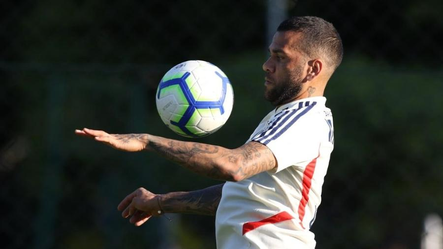 Daniel Alves durante treino com a camisa do São Paulo, no CT da Barra Funda - Rubens Chiri / saopaulofc.net